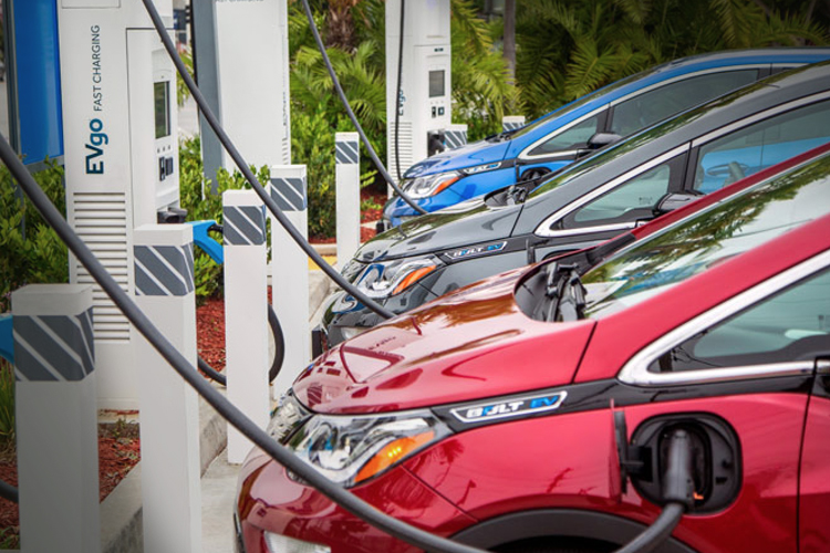 General Motors and EVgo aim to accelerate EV by adding fast chargers nationwide